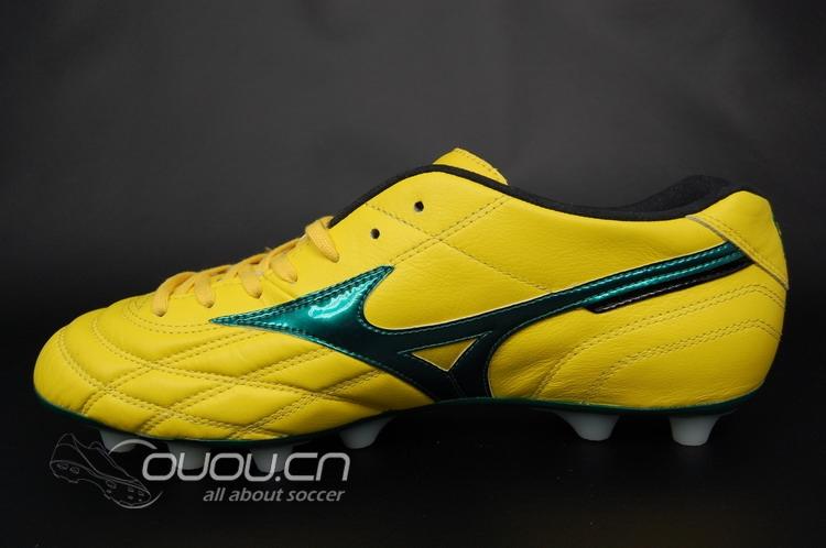美津浓足球鞋