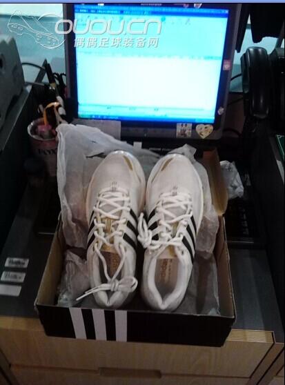 盒因为搬家所以不知道防哪里去了,我发货会配别的阿迪鞋盒的,