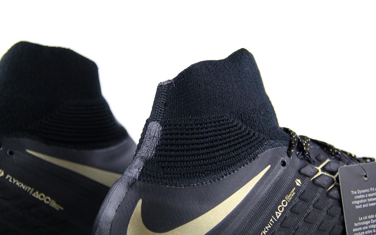 毒锋iii的高帮鞋领采用了符合脚踝结构的非对称结构,这种鞋领和脚踝