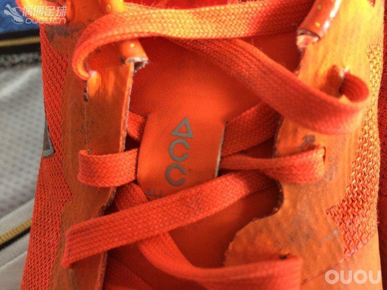 纪念那些年我们穿过的球鞋 NIKE BOMBA FINALE II