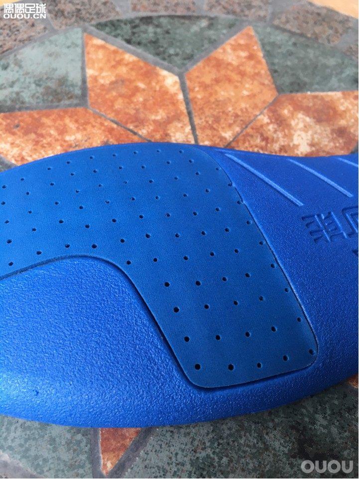 偶能鞋垫:超轻防滑全掌poron有透气孔防臭适用于各款足球鞋做工精致颜值高耐踩分三种厚度