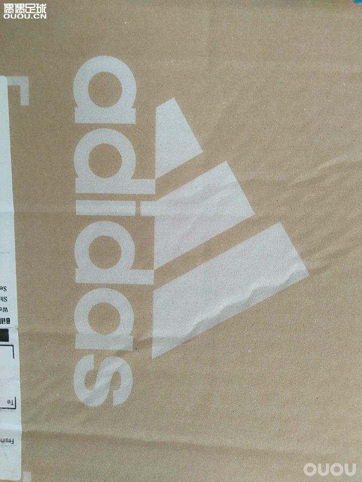 阿迪达斯 猎鹰复刻 TR早上被收到包裹,FG的没有到,先到了一双TR. 直接开箱。如图。简单说几点