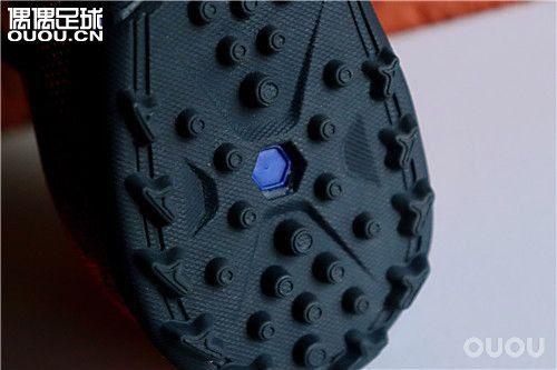 【钢炮鞋道】敏捷杀机,蝮蛇攻略:包裹性才是一切技术的根基 ——KIPSTA AGILITY 900 TF足球鞋评测