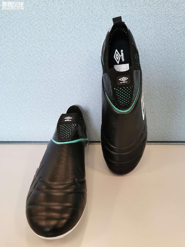 新到两双袋鼠皮无鞋带,简单比较一下。