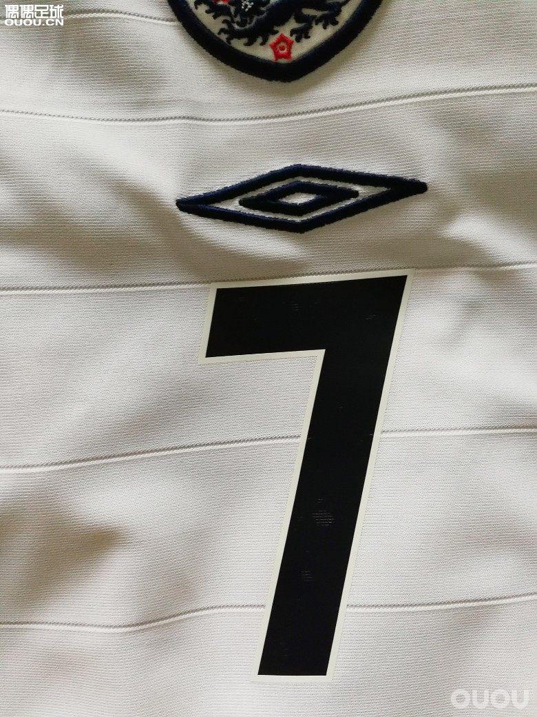英格兰 04 欧洲杯 主场球衣 贝克汉姆 DIY和元年字体比较