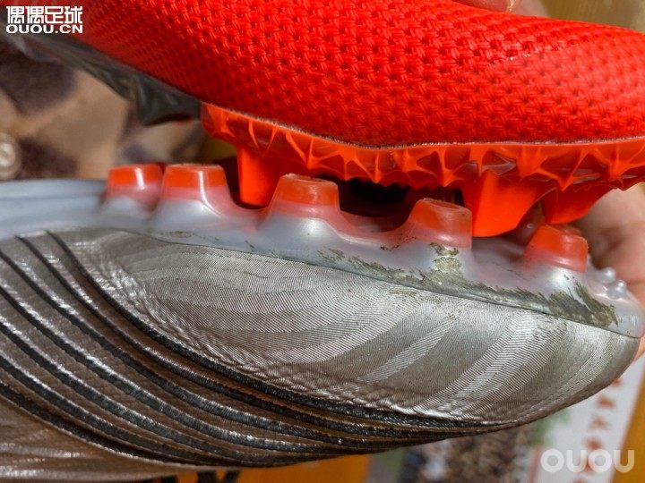 NB furon2 今天观测价格不贵 入了一波尝试首先红色比较好看,鞋面很薄,很轻。
