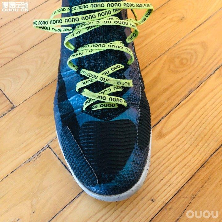 射门盾到了,左右脚是一样的,作为左脚残废的选手,买一副可以用两双鞋,左脚完全不需要。