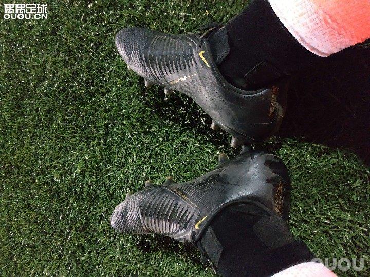 毒液随感随着年龄的增大和时间的压缩,踢球的场次越来越少,每踢一次都想着体验更多的球鞋。