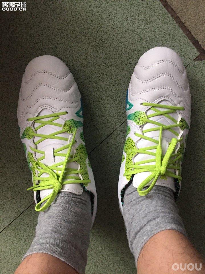 x15.1袋鼠皮版本简评。袋鼠皮质不错,鞋头也比较饱满,适合大拇指上翘的球星。