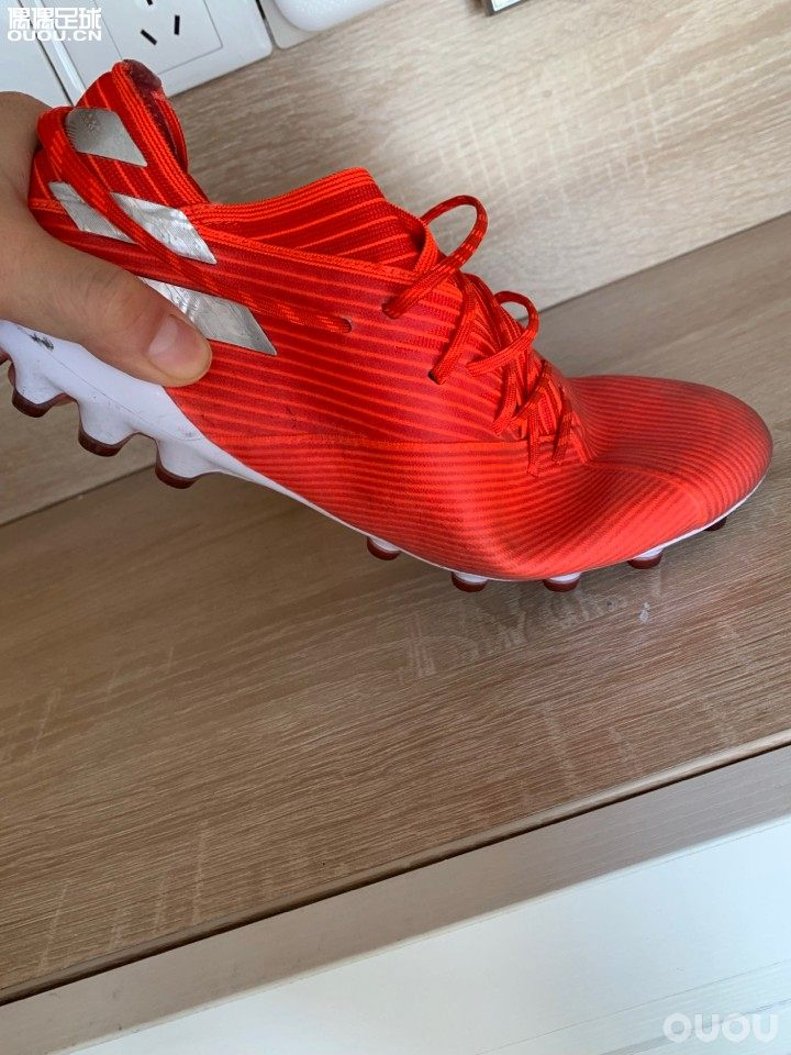 Copa19.1 X18.1 嫩妹子19.1 猎鹰19.1 鞋底不同吗?还是因为鞋面不同? 这几个都下地体验过、