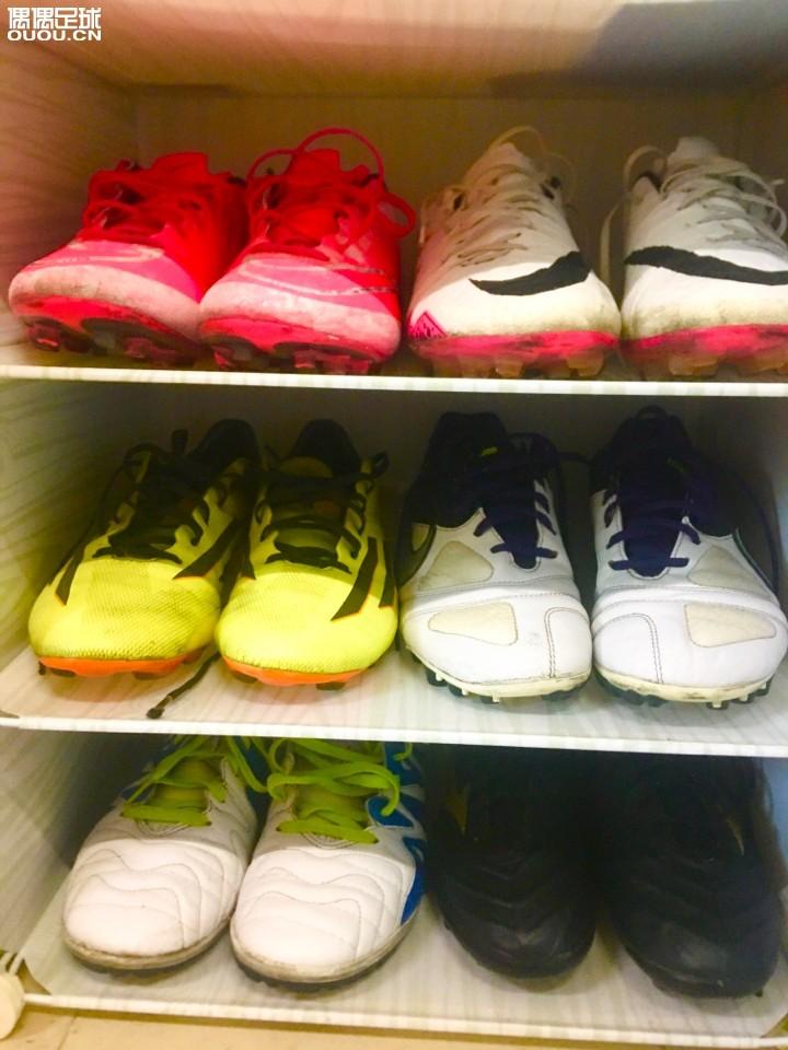 终于回家了 看到久违的鞋子真开心 12学校的鞋 34家里的鞋 大地配色f50粉色刺客10拿回家里