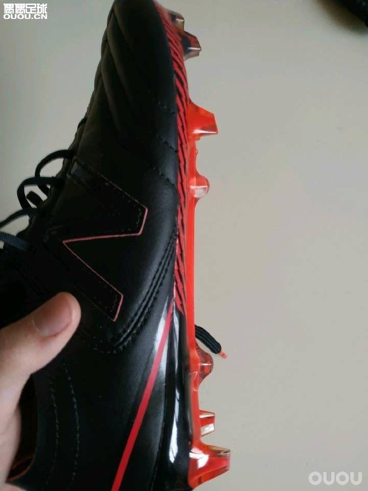 小众球鞋真的那么差吗?新百伦Furon3.0袋鼠皮2E测评。今天进行了一次8人制比赛,对抗程度中等。