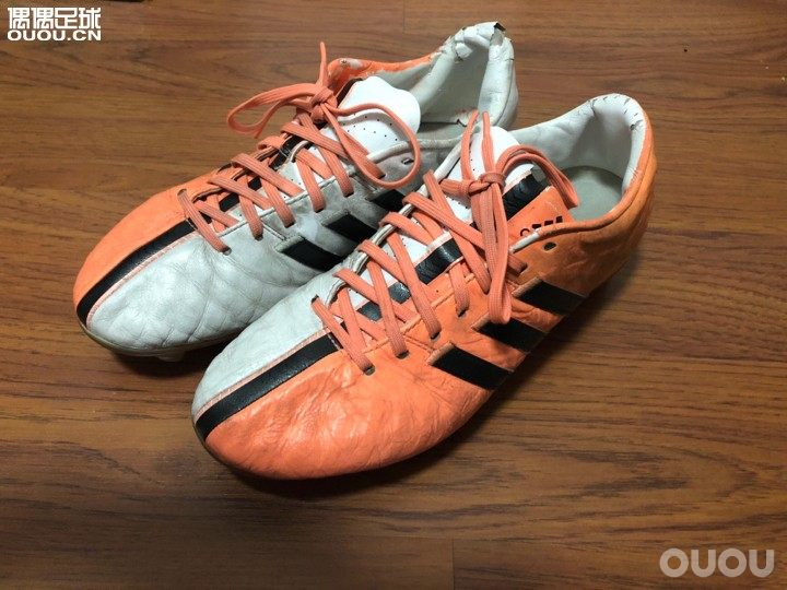 刚收的人草利器彪马mg,鞋是好鞋,就是不知道这鞋领耐不耐操!