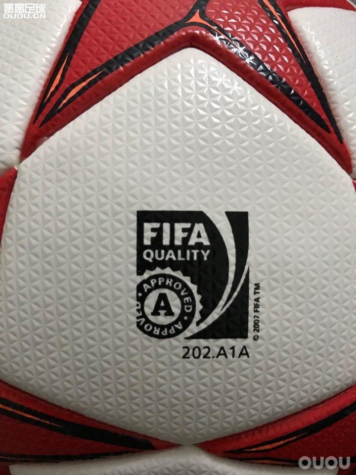 一直很喜欢2011欧冠决赛的球 决战伦敦 无奈时隔多年 一直难寻 最近在外国网站看到 买了