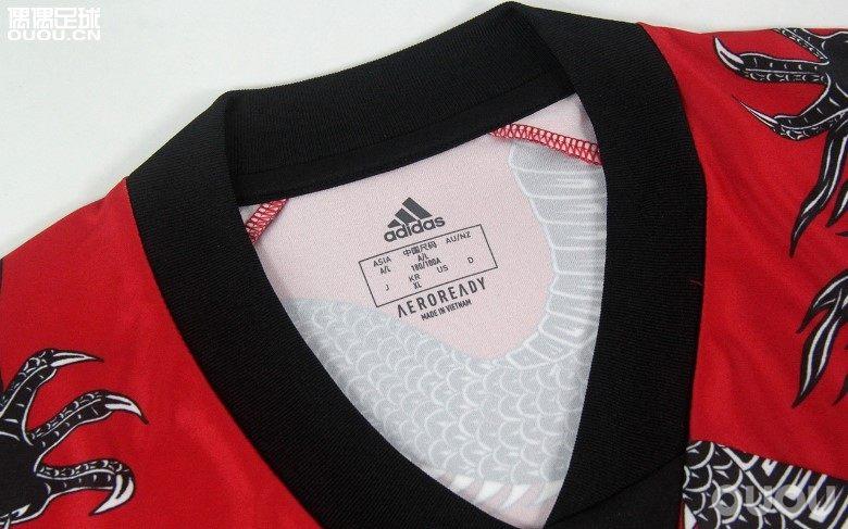 谁能Hold住这件龙袍?adidas曼联中国新年球衣赏析
