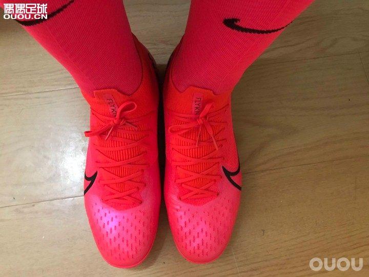 Sf7小红鞋真的是太骚了,图片上是红色的样子,实物有点粉粉嫩嫩的感觉,太骚了。