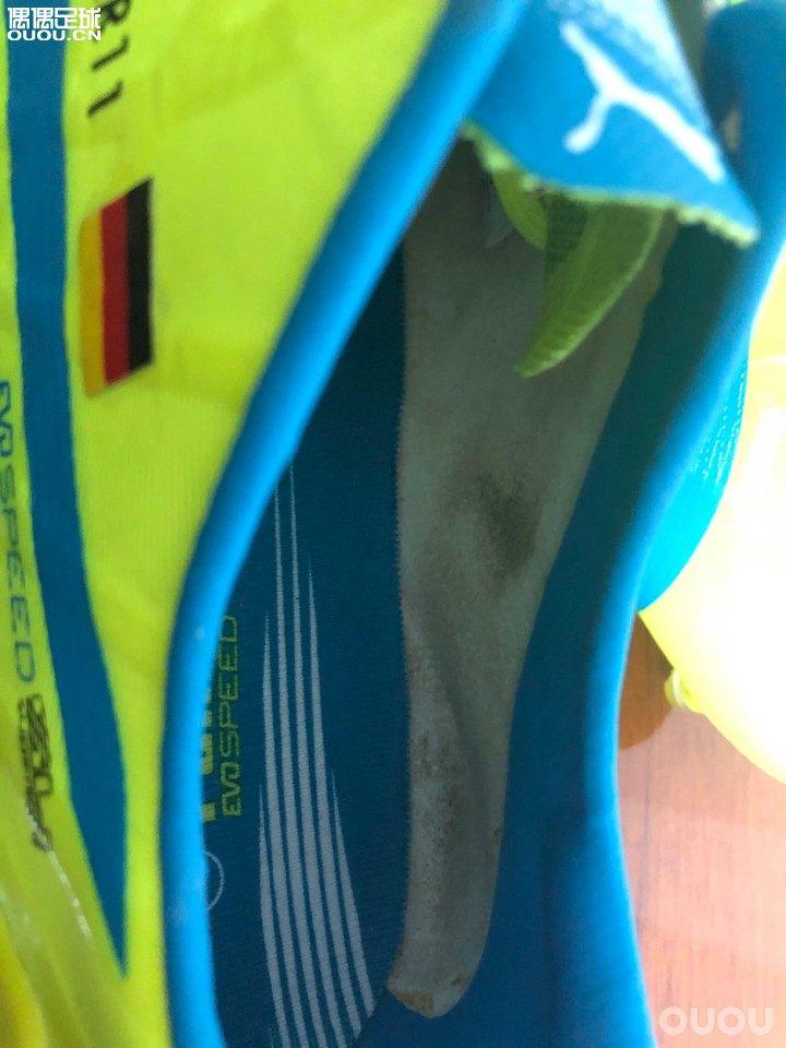 赏析 赫韦德斯落场球鞋鞋垫加了垫片 后跟加了一层仿麋皮的材质 尺码10/10.25 德产