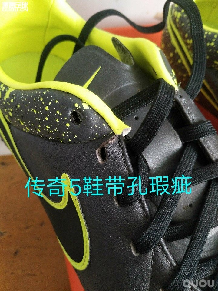 个人自用闲置足球鞋,左边299,右边99 44码传奇5次顶agr95新 鞋带孔瑕疵。图四有图
