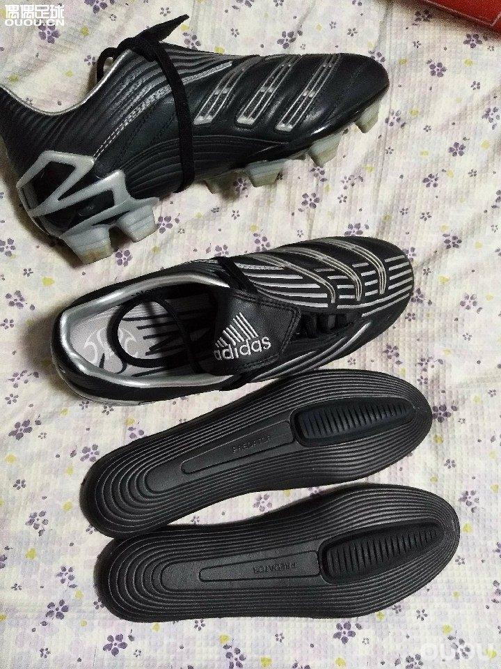 猎鹰8女足配色 顶配fg38码。 鞋垫实际测量240mm. 两幅鞋垫,无配件。