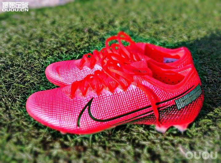 刺客13最新骚粉配色,黑色和粉色鞋带哪个更好看?