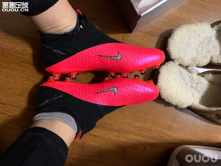 VSN做工收到新鞋特别开心 因为前阵子看到一篇帖子提到了后跟做工有问题导致磨后跟就特意检查了一下