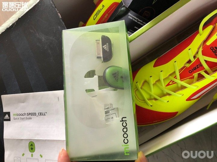 玩鞋故事多!当时也是新鲜玩意儿,第一时间跑香港买的,一千四百多好像!后来便宜到你笑。