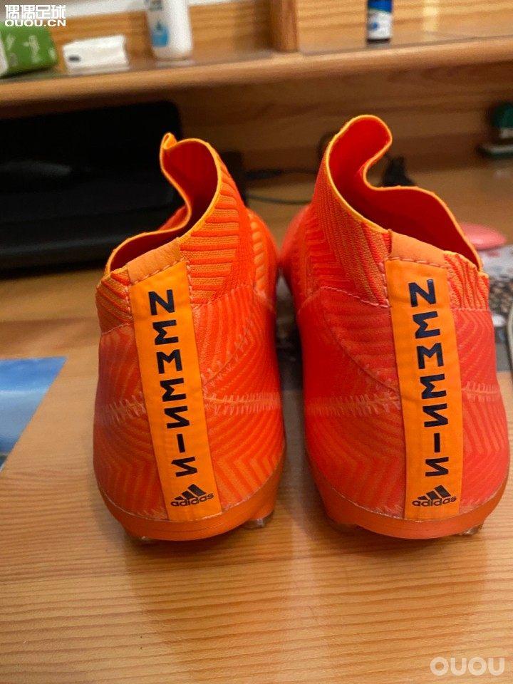 找了大半年的39码 nemeziz18+ 终于圆梦了买过18.1 鞋头是在太高 空太多。